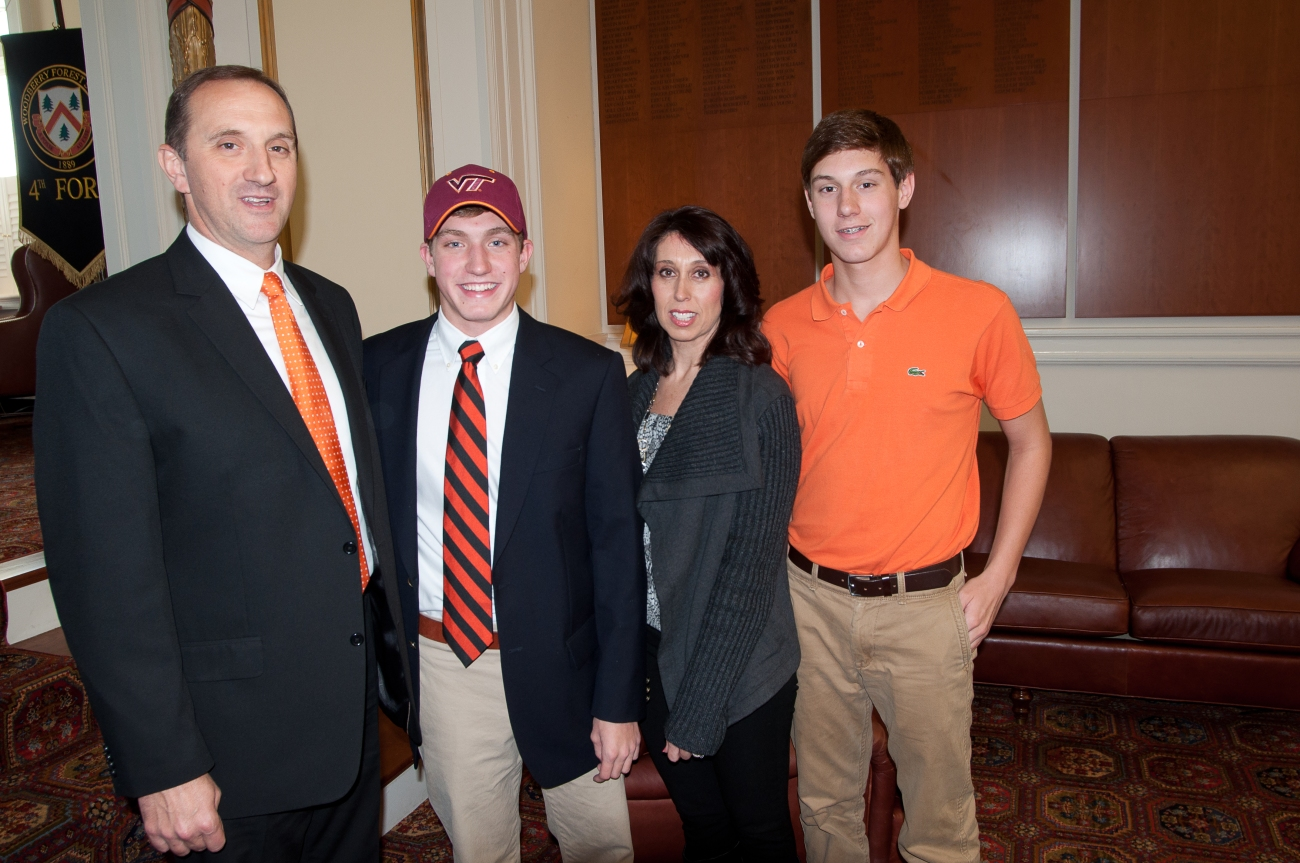 2012-11-28-zach-switzer-signing-lh-24